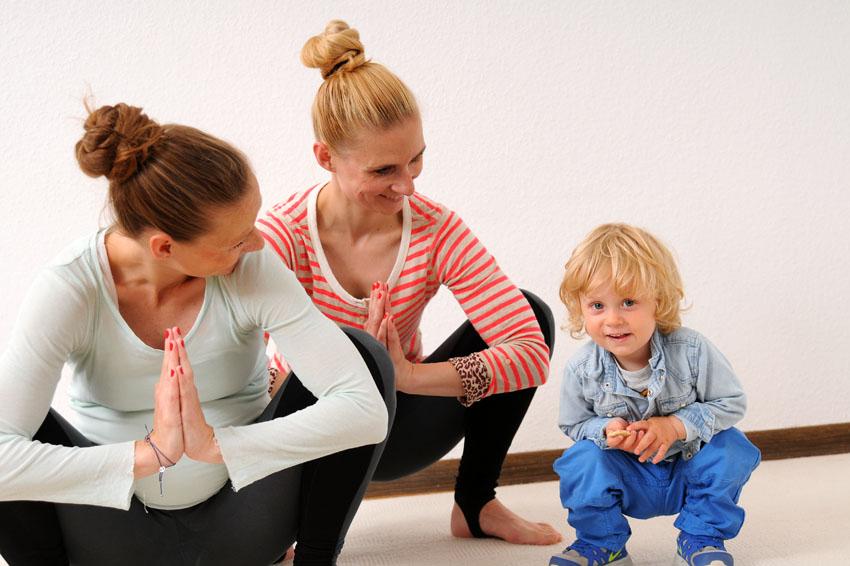 yoga f r zuhause pr und postnatal littleyears. Black Bedroom Furniture Sets. Home Design Ideas
