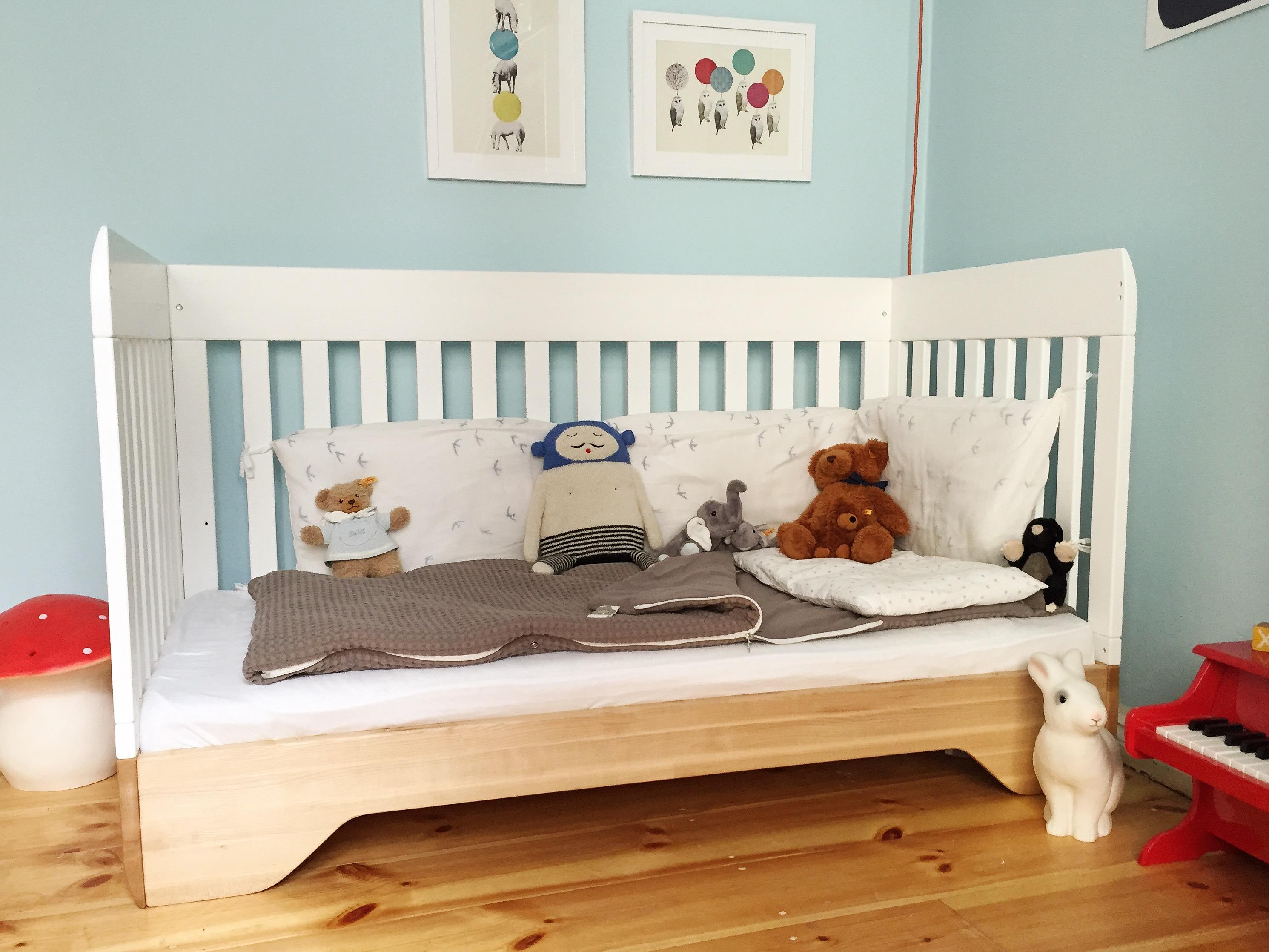 baby klettert aus dem gitterbett babyprogramm von team 7 im einrichtungshaus h lzlwimmer ab. Black Bedroom Furniture Sets. Home Design Ideas