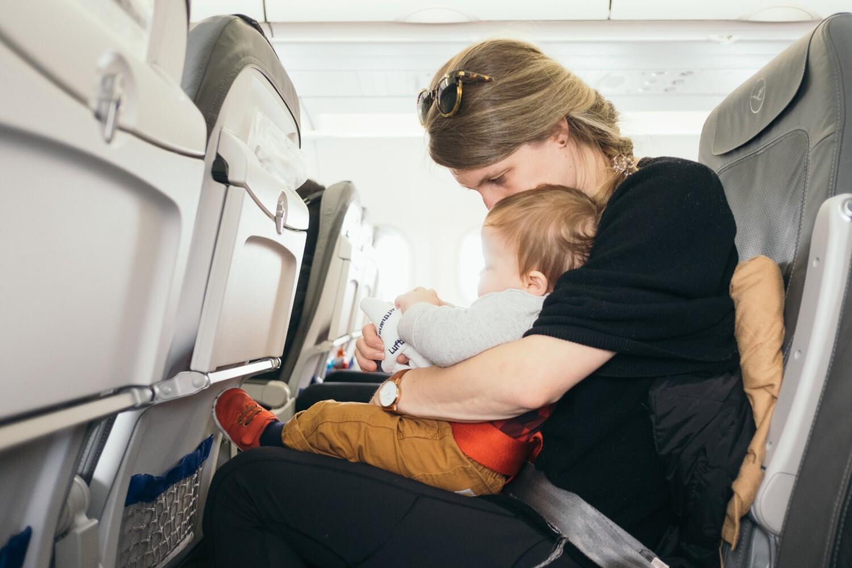 ab wann dürfen babys auf dem bauch schlafen